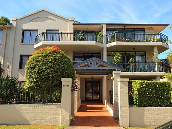 How do I find a professional and qualified strata painter in North Shore Sydney